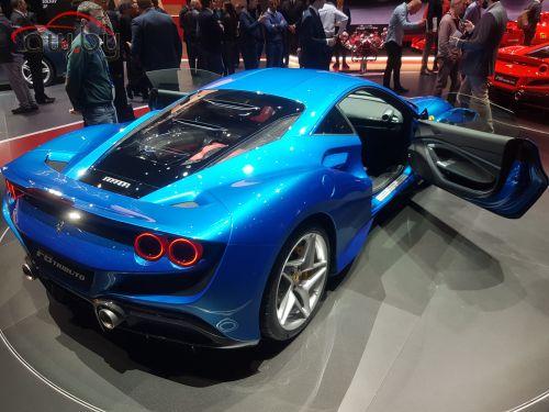 Новая Ferrari — 720 «лошадей» и странное название