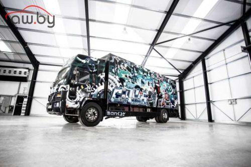 Разрисованный граффити грузовик Volvo оценили в  млн