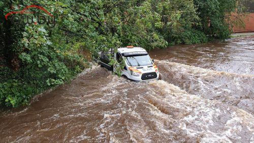 Водитель доверился навигатору и чуть не утонул в реке