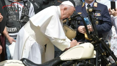 «Харлей» с автографом папы Римского продали за  тыс.