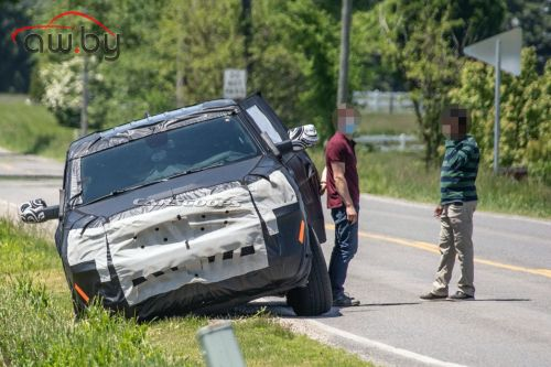 Внедорожник Jeep застрял на обочине во время теста (фото)