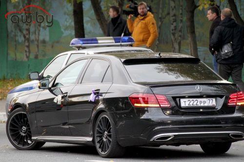 Кадыров приказал отбирать машины за длинные кортежи на свадьбах