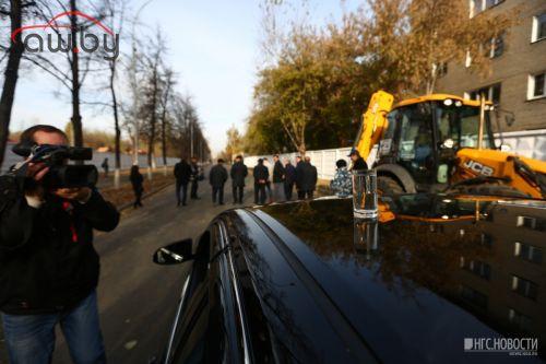 Мэр Новосибирска приехал открывать новую дорогу со своим стаканом
