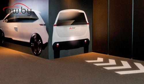 Автомобили Mitsubishi покажут на дороге информацию о маневрах