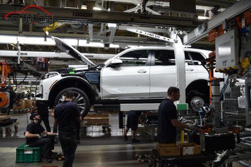 BMW покажет серийную версию X7 в ноябре