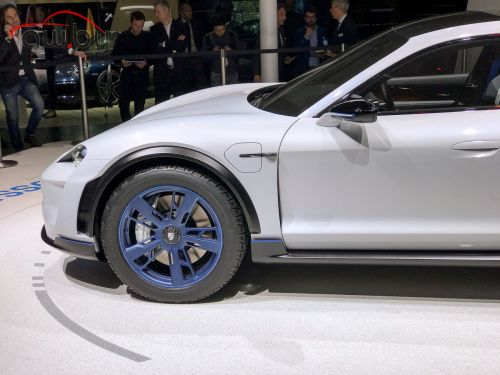 Porsche сделала новый кроссовер. И он очень быстрый