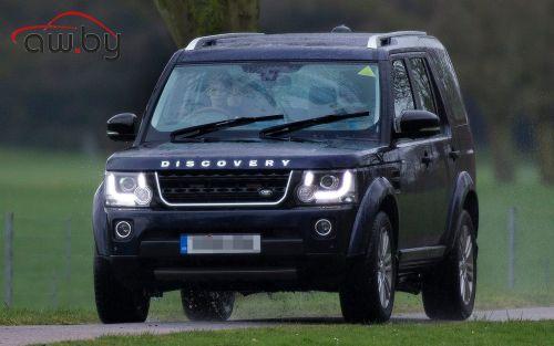 10-летнего внука Елизаветы II поймали за рулем Land Rover