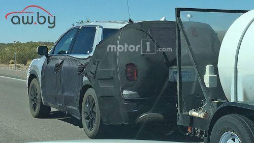 Большой внедорожник Hyundai засняли за буксировкой цистерны