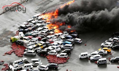 В Японии тайфун уничтожил сотни машин (и пятьдесят Ferrari)